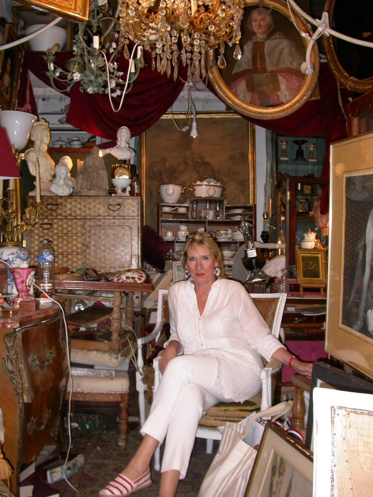 Alisanne Wonderland in Round Top featuring antiques